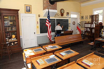 Old Sacramento Photograph - Old Sacramento California Schoolhouse Classroom 5d25780 by Wingsdomain Art and Photography
