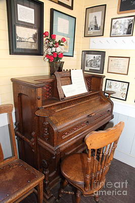 Old Sacramento Photograph - Old Sacramento California Schoolhouse Piano 5d25783 by Wingsdomain Art and Photography
