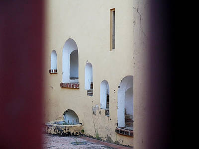 Photograph - Old San Juan - Polvorin San Geronimo Courtyard by Richard Reeve