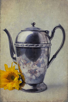 Floral Photograph - Old Teapot With Sunflower by Garry Gay