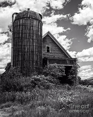 Old Vermont Barn And Silo Print by Edward Fielding