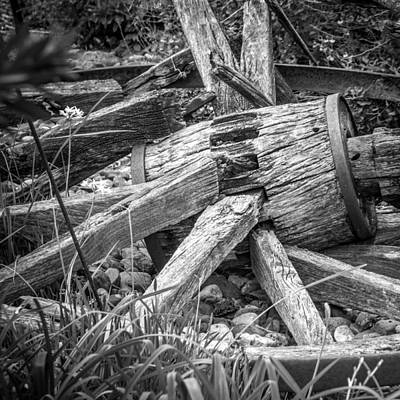 Photograph - Old Wagon Wheel by James Woody