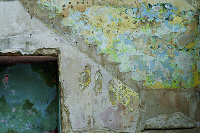 Photograph - Old Wall Nassau Bahamas Stair Ghost Img 6947 by Greg Kluempers