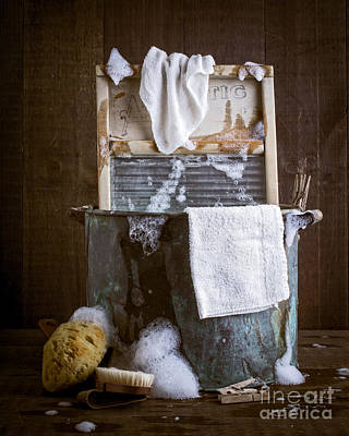 Vintage Laundry Photograph - Old Wash Tub by Edward Fielding