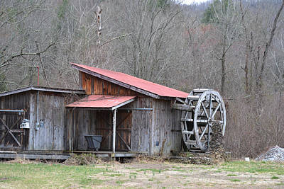 Photograph - Old Water Wheel by rd Erickson