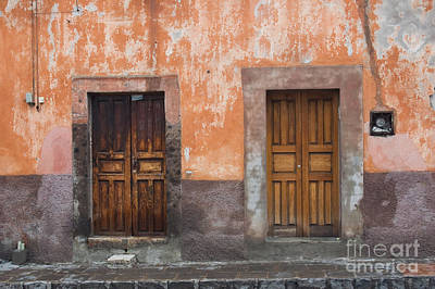 Door Photograph - Old Wooden Doors by Oscar Gutierrez