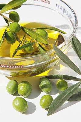 Oliven Und Olivenoel In Einer Art Print by Tips Images