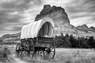 Covered Wagon Photograph - On The Oregon Trail Bw by Mel Steinhauer
