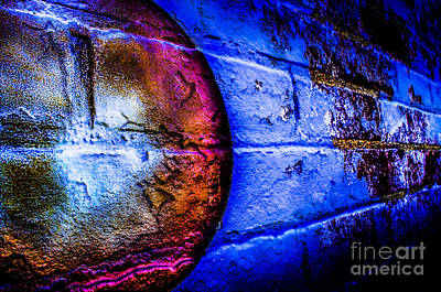 Photograph - Orbiting The Wall by Michael Arend