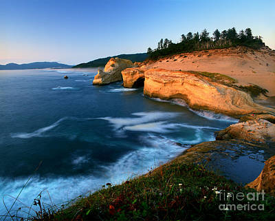 Photograph - Oregon - Cape Kiwanda Sunset by Terry Elniski