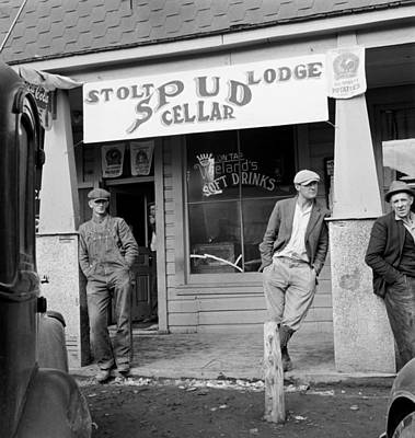 Photograph - Oregon Tavern, 1939 by Granger