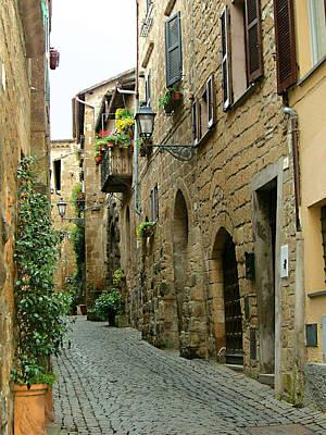 Photograph - Orvieto Lane by Ellen Henneke