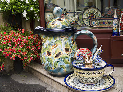 Photograph - Oversized Teapot by Brenda Kean