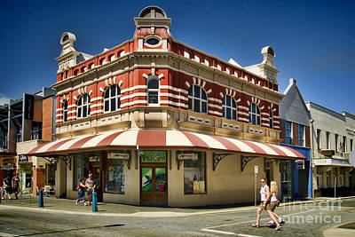 Pacific And Orient Hotel Fremantle Art Print by David Smith