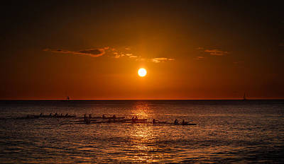 Paddle Into The Sunset In Hawaii Art Print by Tin Lung Chao