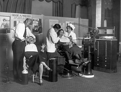 Dentist Photograph - Painless Modern Dentistry by Underwood Archives