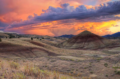 Central Photograph - Painted Hills Sunset by David Gn