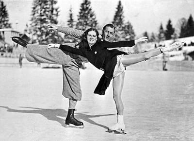 Berlin Photograph - Pair Creates An Arabesque by Underwood Archives