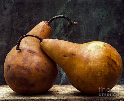 Pear Photograph - Pair Of Lovers by Edward Fielding