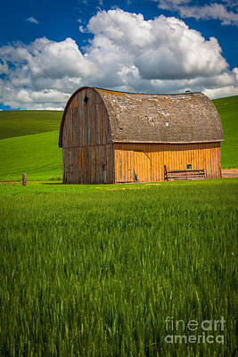 Landscape Natural Photograph - Palouse Yellow Barn by Inge Johnsson