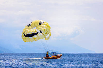 Parasailing With Smiley Face Art Print by Colin Utz