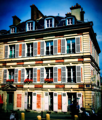 Photograph - Paris Building by Bill Howard