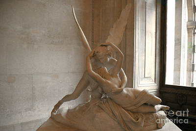 Paris Eros Psyche Sculpture - Eros And Psyche Romantic Lovers Monument At Louvre Art Print