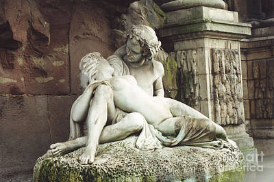 Paris - Jardin Du Luxembourg Gardens - The Medici Fountain Sculpture Monuments Romantic Lovers Art Print