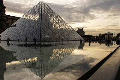 Photograph - Paris - Louvre Pyramid Reflecting In The Fountain's Pool by Georgia Mizuleva