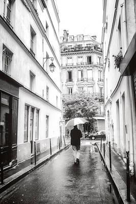 Paris - Rain - Sunday Stroll Art Print by Vivienne Gucwa