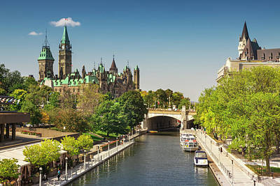 Parliament Building With Peace Tower Art Print