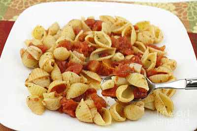 Photograph - Pasta With Tomatoes And Garlic by Lee Serenethos