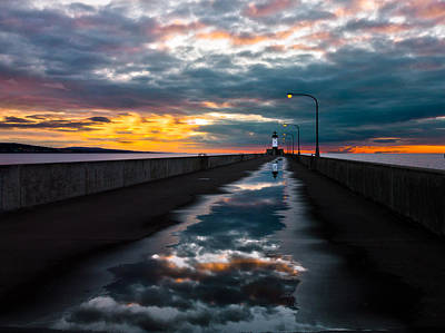Duluth Photograph - Pathway To The Sun by Mary Amerman