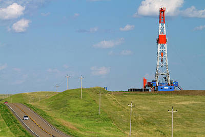 Killdeer Photograph - Patterson Uti Oil Drilling Rig by David R. Frazier