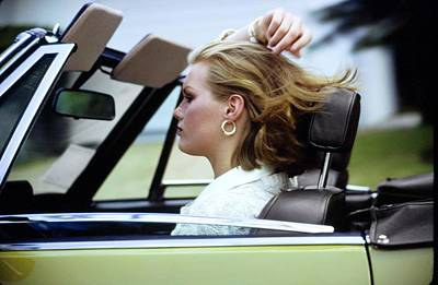 Photograph - Patti Hansen Driving A Car by Arthur Elgort