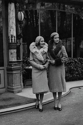 Photograph - Paulette Amor De Ytrurbe And Sylvia De Rivas by George Hoyningen-Huene