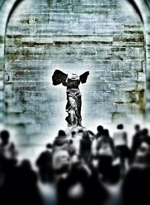 Pause - The Winged Victory In Louvre Paris Art Print