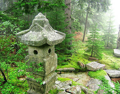 Kunst Photograph - Peaceful Japanese Garden On Mount Desert Island by Edward Fielding