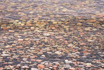 Photograph - Pebbles Underwater by Les Palenik