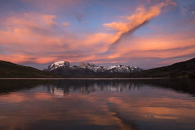 Mountain Photograph - Pehoe Lake At Sunset Paine Massif by Pete Oxford