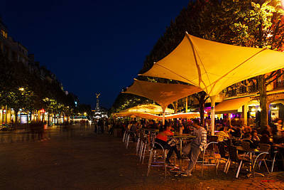 People At Sidewalk Cafes In A City Art Print by Panoramic Images