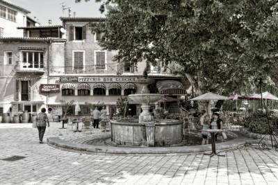Photograph - People On The Square by Roberto Pagani