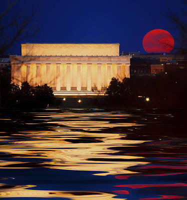 Perigee Moon Over The Lincoln Memorial Art Print by Mountain Dreams