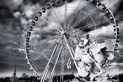 Art In Public Places Photograph - Perseus In Paris by John Rizzuto