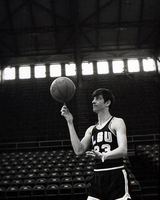 Louisiana State University Photograph - Pete Maravich Spinning Ball On Finger by Retro Images Archive