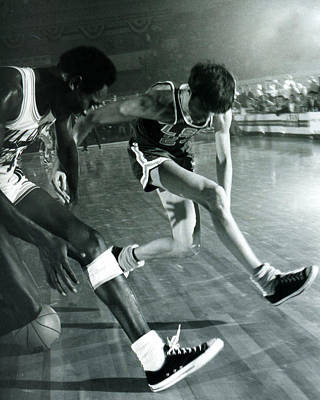 Three Points Photograph - Pete Maravich Tricky Pass by Retro Images Archive