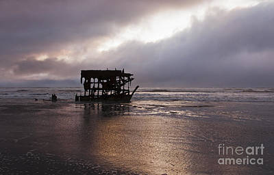 Peter Iredale Photograph - Peter Iredale 3 by Vivian Christopher