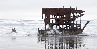 Peter Iredale Photograph - Peter Iredale Shipwreck 1 by Vivian Christopher