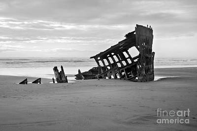 Peter Iredale Photograph - Peter Iredale Shipwreck by Christian Carollo