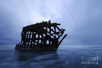 Peter Iredale Photograph - Peter Iredale Shipwreck Oregon 3 by Bob Christopher